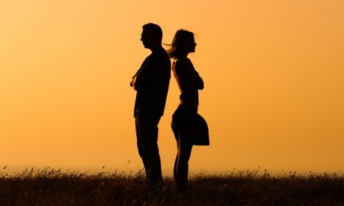 Párkapcsolati aknamezőkön - miben segíthet a mediátor és miben a párkapcsolati coach?